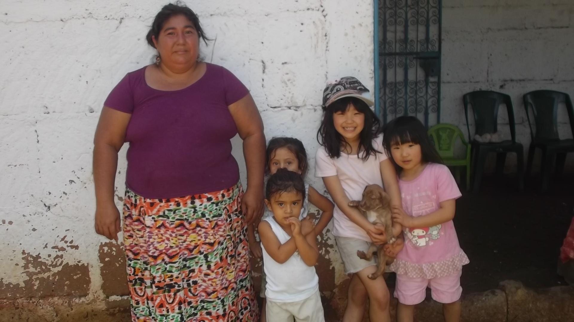 ニカラグアのTipitapaにて、子連れで聞き取り中